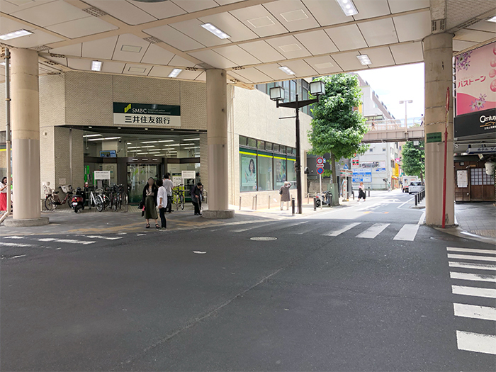 ④ 三井住友銀行さん手前で右折します。